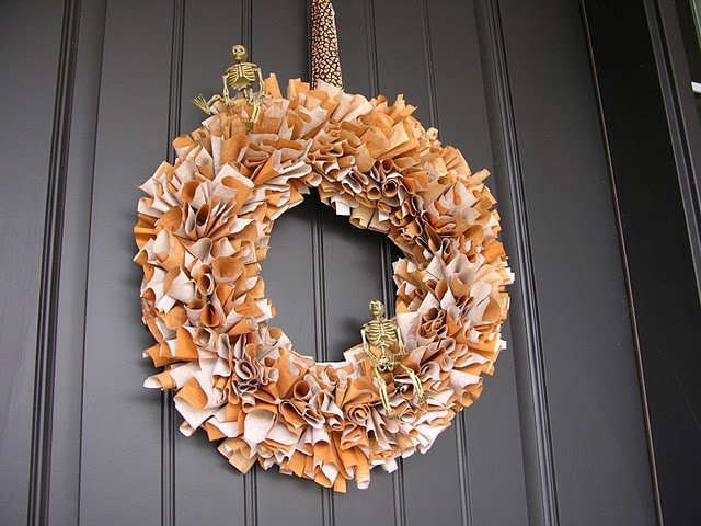 make a halloween wreath out of paper