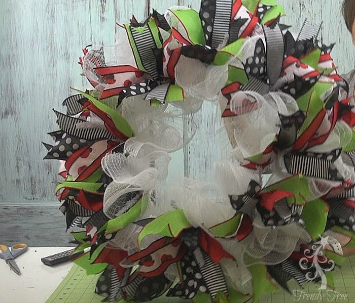 ladybug-wreath-2016-ribbon-clusters-attached-trendytree