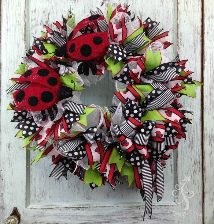 ladybug-wreath-alternative-bow-trendytree