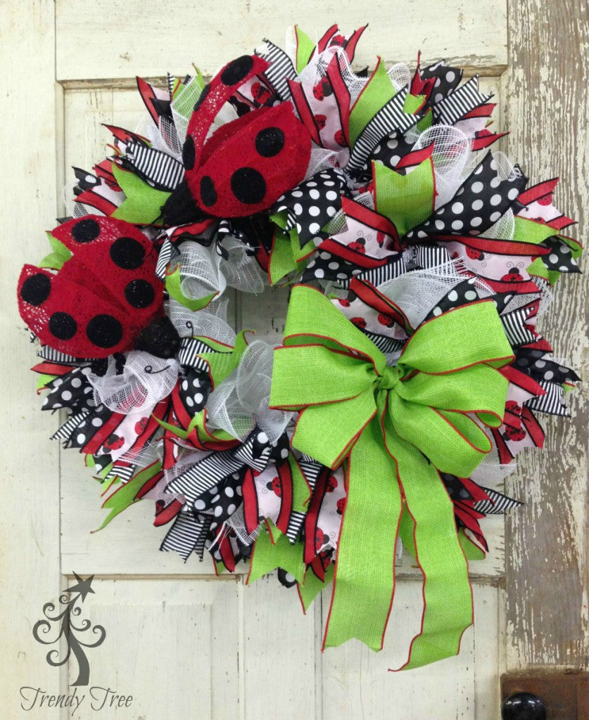 ladybug-wreath-green-bow-1-trendytree