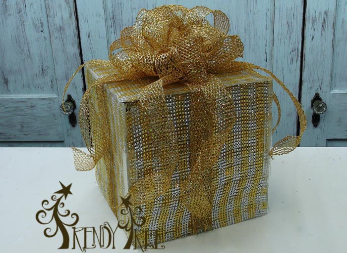 lighted-present-gold-silver