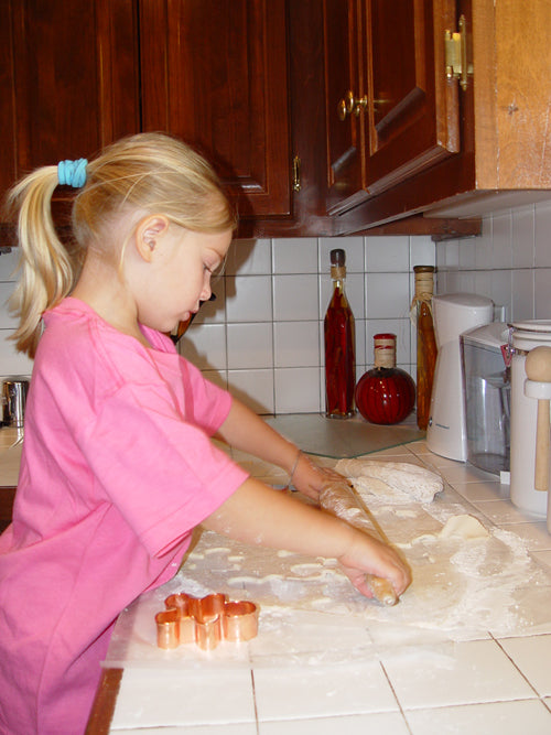 maggie-rolling-dough
