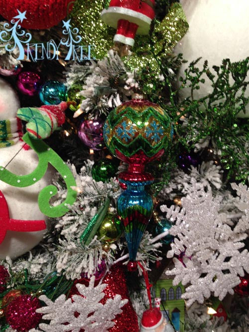 merry-and-bright-finial