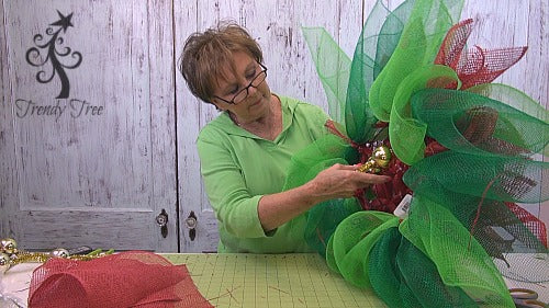 poinsettia-tutorial-twist-ball-ties-from-bottom-trendytree