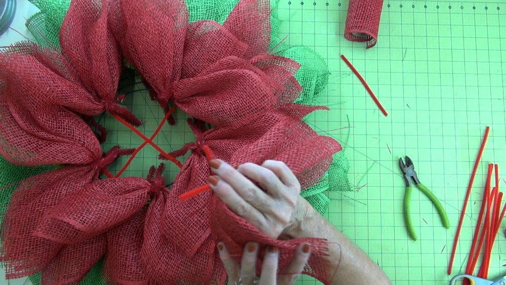 poinsettia-wreat-2016-tutorial-position-pic-secure-from-back