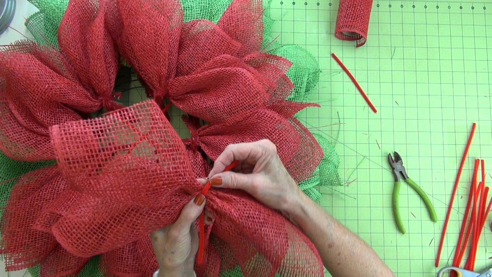 poinsettia-wreath-2016-pic-lay-chenille-stem-over-top
