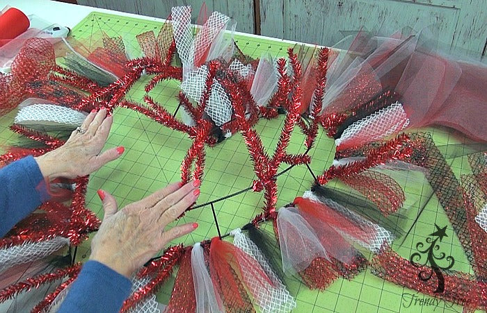 red-valentine-wreath-tutorial-trendy-tree-work-around-wreath