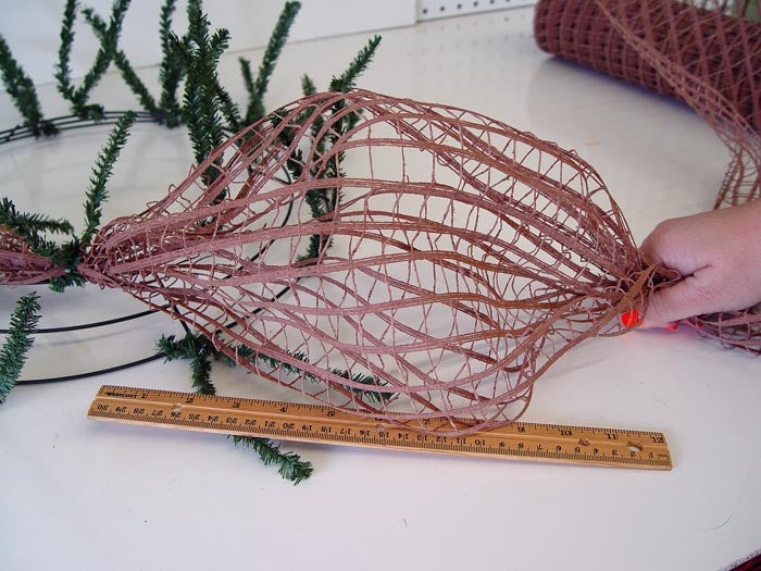 rustic-wreath-measure-first-pouf