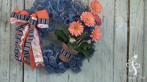 salmon-gerbera-daisy-secure-bow-to-wreath