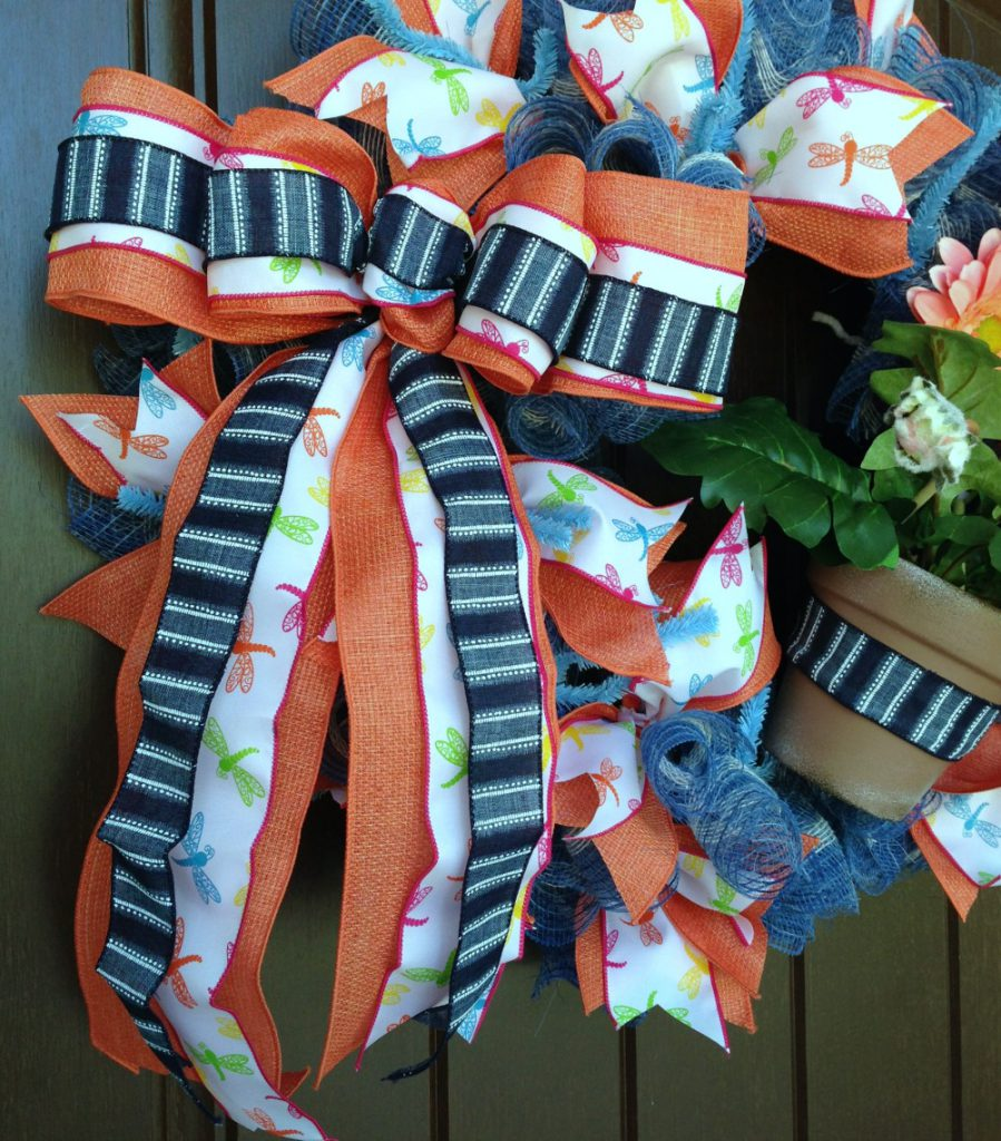 salmon-gerbera-daisy-wreath-bow-closeup