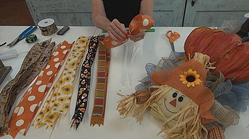 scarecrow-centerpiece-make-loops