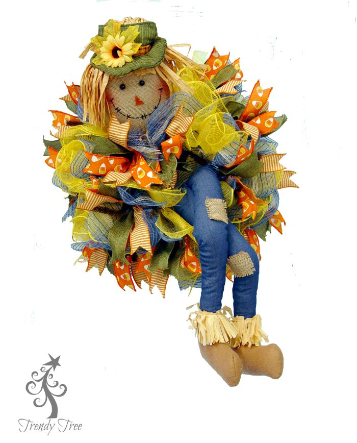 scarecrow-wreath-10-inch-form-trendytree