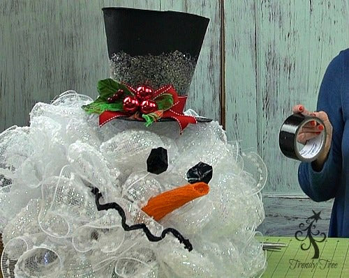 snowman-head-face-tutorial-black-duct-tape-trendytree
