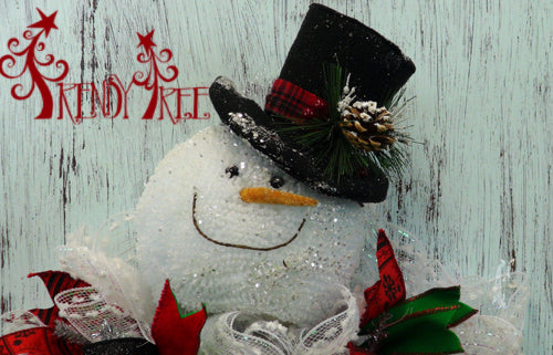 snowman-wreath-black-hat-closeup