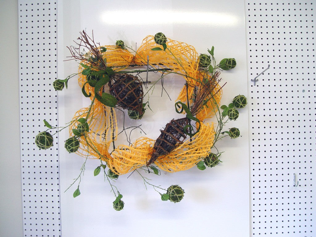 square-wreath-bunny-before-bunny
