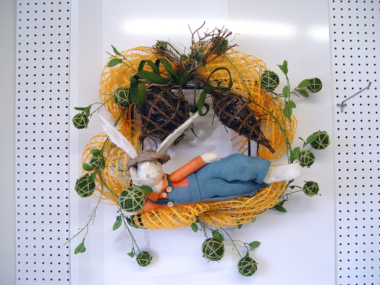 square-wreath-bunny-craft-table
