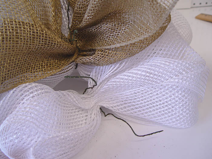 square-wreath-burlap-open-outer-ring-twist-to-start-burlap