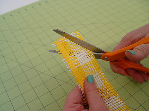 squirrel-wreath-cut-strips-fold