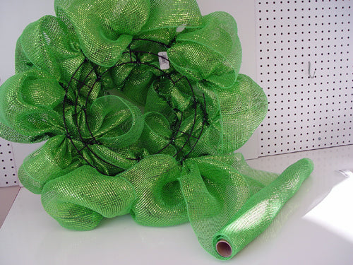 st-patrick-day-wreath-left-over-mesh