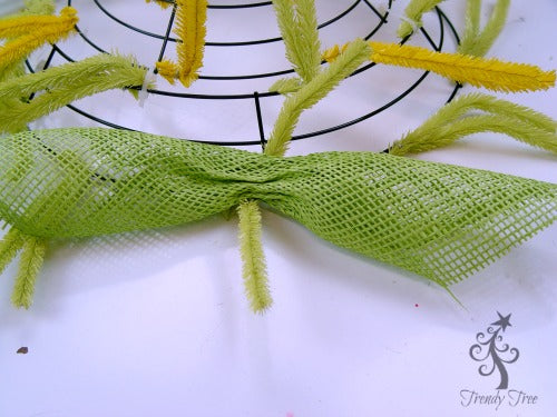 sunflower-burlap-ribbon-center-place-petal-in-twist-blog-post