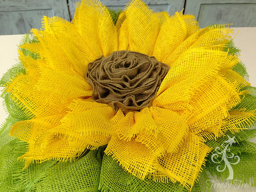 sunflower-wreath-ribbon-center-after-sprayed