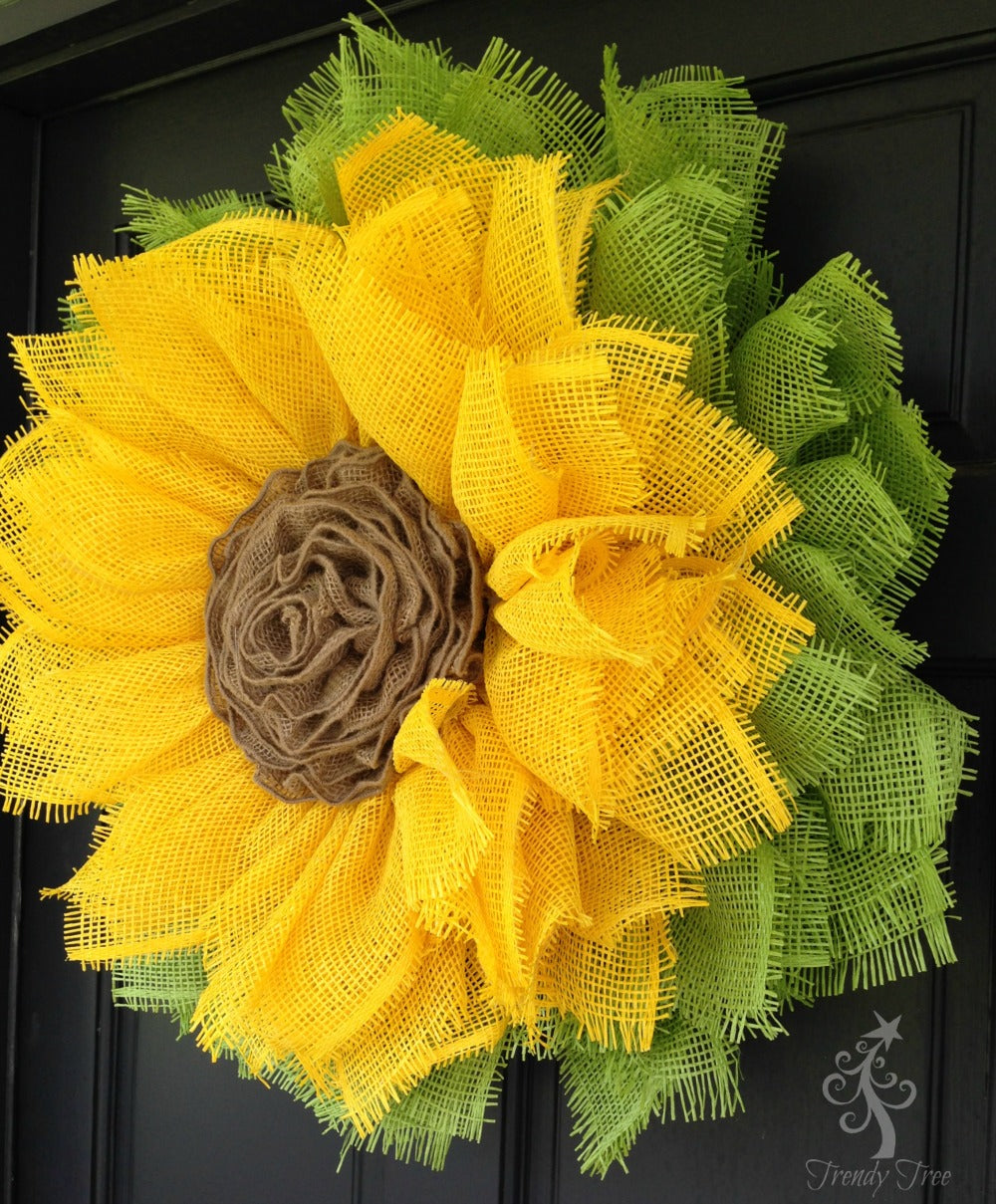sunflower-wreath-ribbon-center-sprayed-door