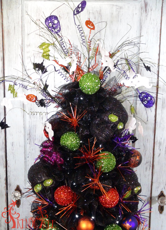 tomato-cage-halloween-tree-ornaments-closeup-top