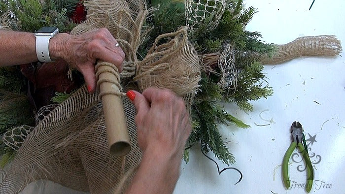 vegetable-wreath-wrap-roping-on-core