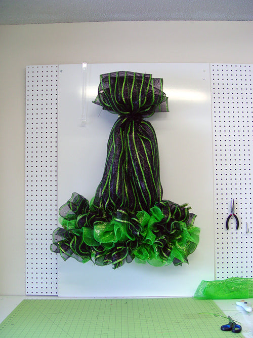 witch-hat-legs-ruffles-finished