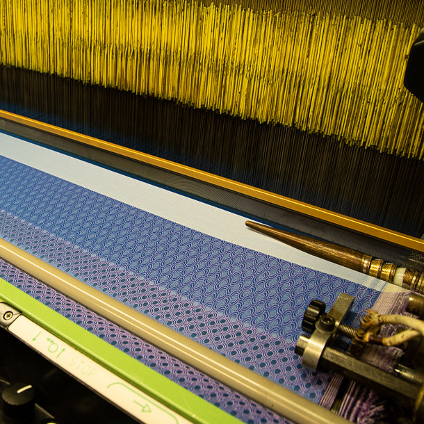 weaving silk fabric