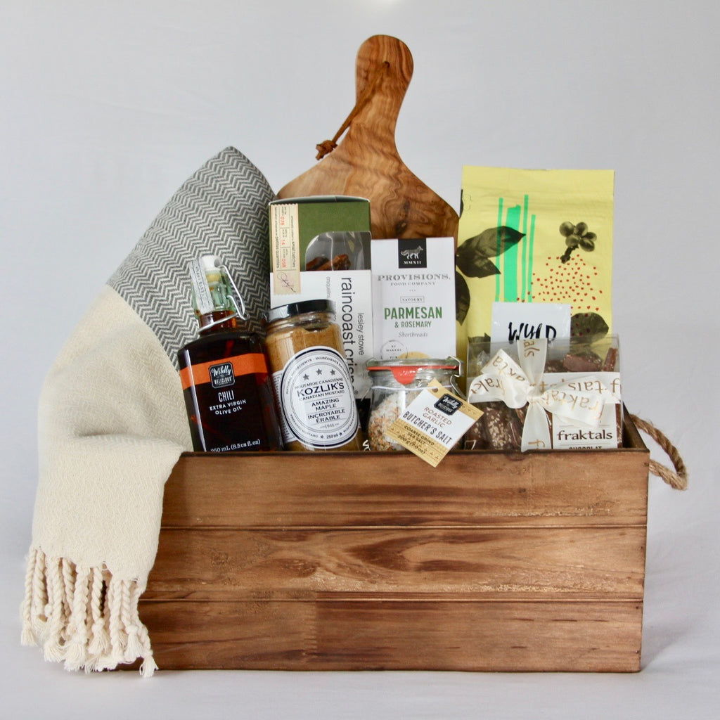 This sophisticated housewarming gift box is filled with top quality organic and wholesome products that are practical and will help them settle into their home with a little bit more ease. It also includes a hand-loomed organic Turkish cotton throw blanket, an olive wood cheese board and a handy wooden storage bin with handles. Making it a perfect home closing gift for your client or housewarming gift for a loved one.
