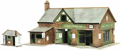 SQB32  Country Garage with Petrol Pump OO scale