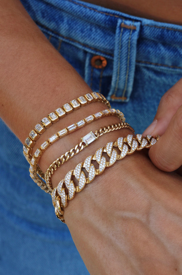 CUBAN LINK BRACELET WITH BAGUETTE DIAMOND CENTER