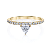 LUXE TRIANGLE DIAMOND RING