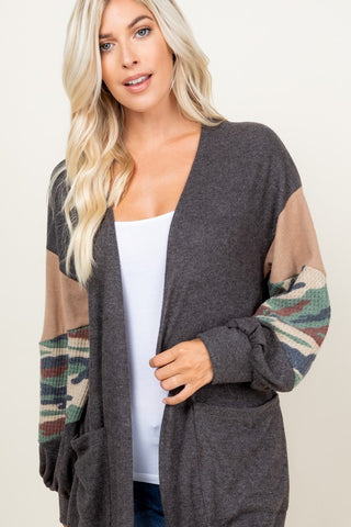 PLUS SIZE PARTIALLY CAMO ON SLEEVE POCKET CARDIGAN