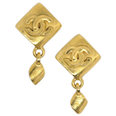 CHANEL CC Logos Rhombus Shaking Earrings Clip-On Gold 95P