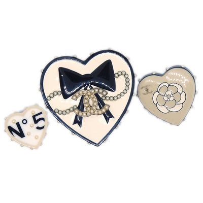 CHANEL CC Imitation Pearl Heart Motif Brooch Pin Badge Corsage White