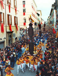 """Handmade pottery and tradition - Gubbio pottery - Race of the """"Ceri"""""""