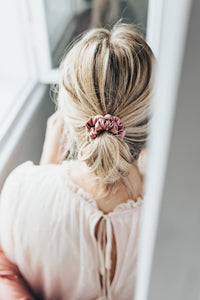 Natural silk scrunchie Powder Rose. Photographer Lucija Rosane.