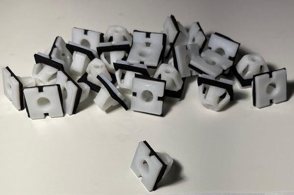 White Nylon Body Side Moulding Clips with Sealers for Hyundai #87756-3D000 (20 Pcs)