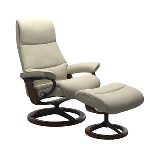 Stressless® View (M) Signature chair with footstool