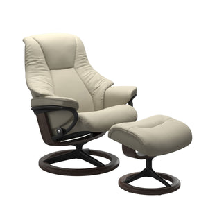 Stressless® Live (S) Signature chair with footstool