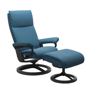 Stressless® Aura (M) Signature chair with footstool