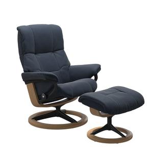 Stressless® Mayfair (M) Signature chair with footstool
