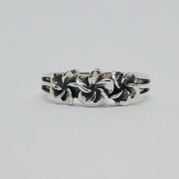 Vintage Three Flower Ring In Sterling Silver - Size 5-Vintage Ring-Bryant Gems