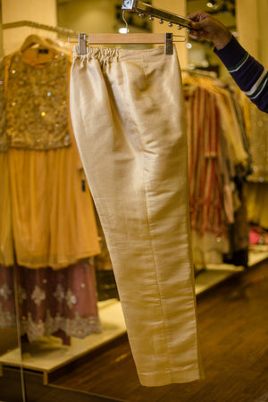 Fancy Slim-cut slacks (golden)
