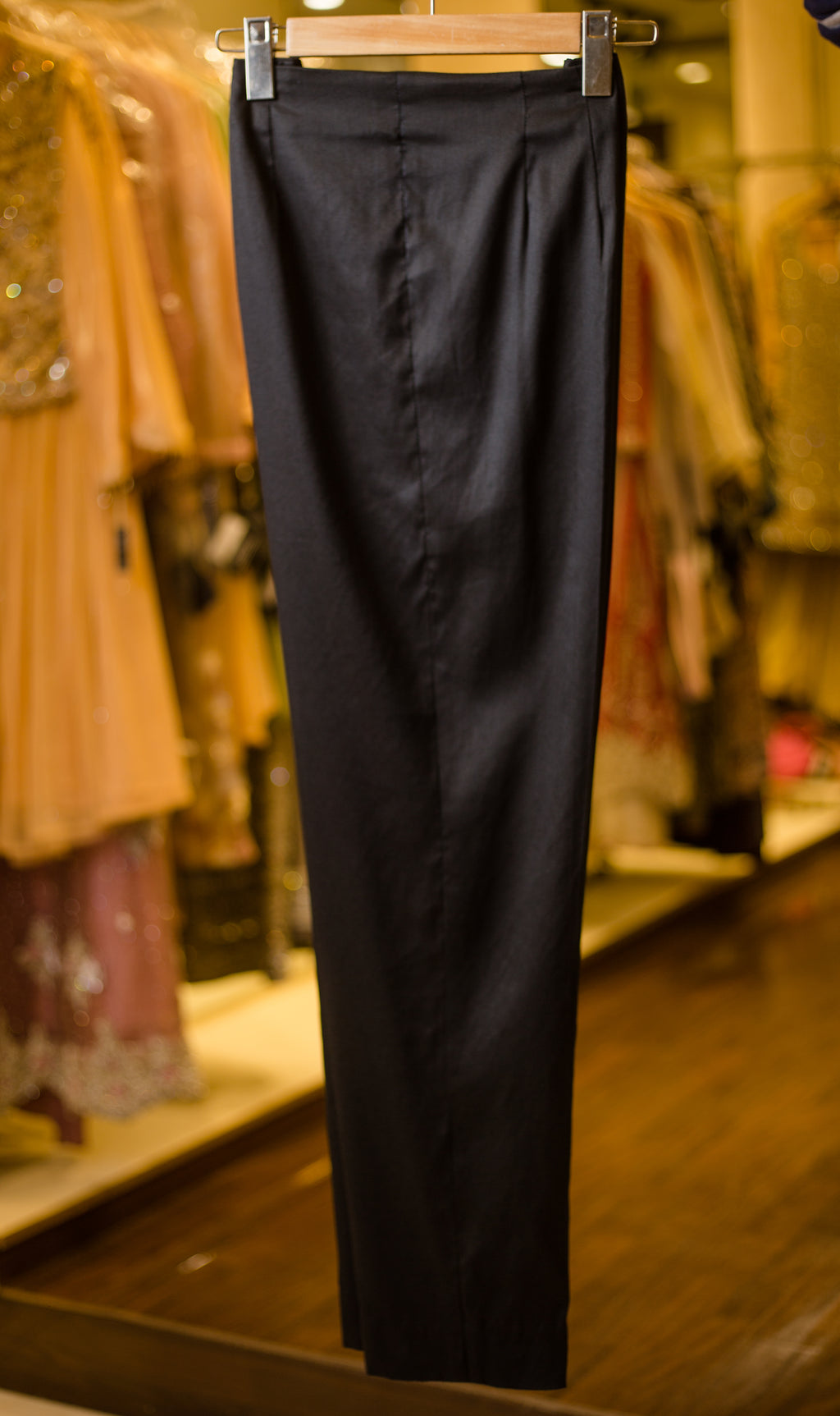 Slim-cut slacks (black)