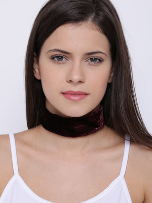 Maroon toned velvet choker necklace