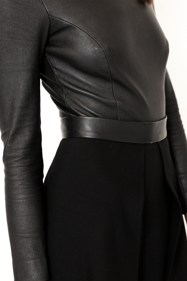 Black leather details stretch leather