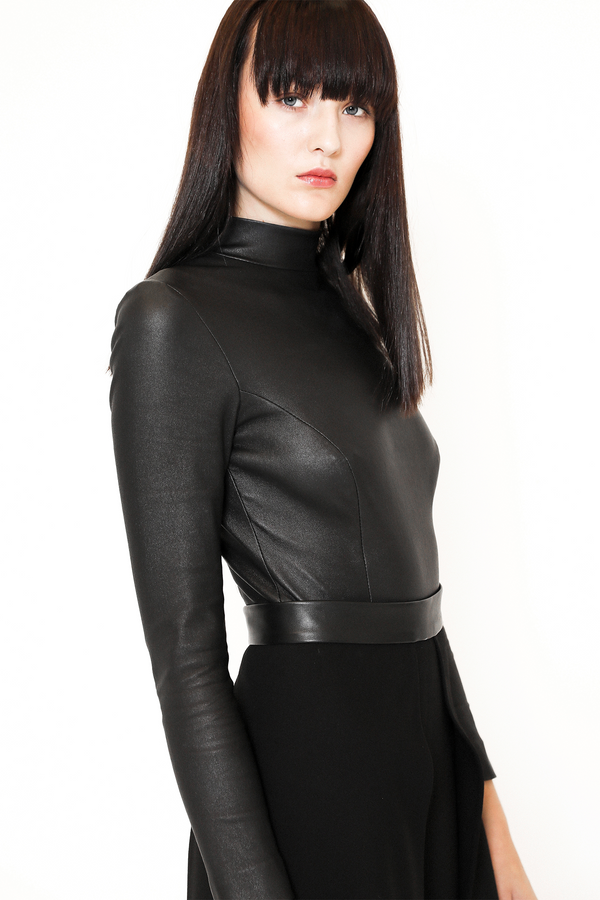Stretch leather body in black